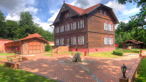 Das historisch modernisierte Jagdschloss von 1899 direkt am romantischen Schulzensee