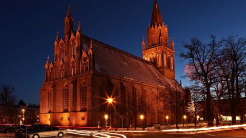 Nachtansicht - Konzertkirche Neubrandenburg