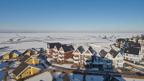 Schnee und Eis im winterlichen Ferienpark Müritz