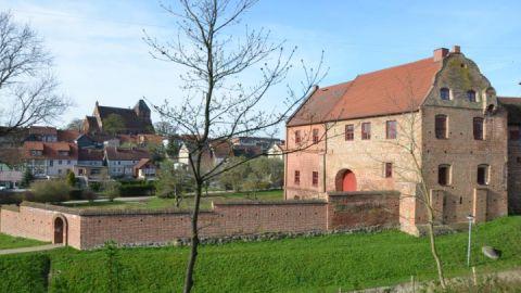 Alte Burg Penzlin mit Kirche