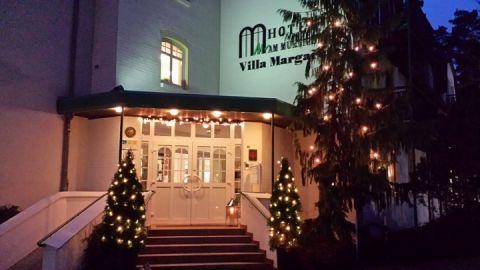 Weihnachtsbaum am Ringhotel Villa Margarete